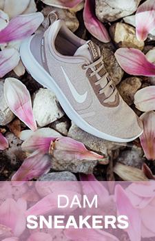 Stort Urval Av Nike Skor Göra Ett Billigt & Tryggt Köp Online