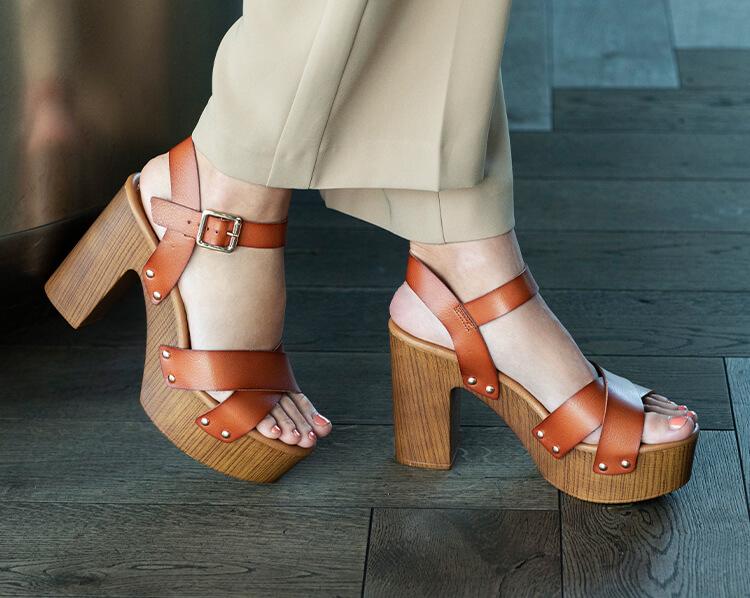 H6_tablet_50-width_wood-sandals_women_958x763_0821.jpg