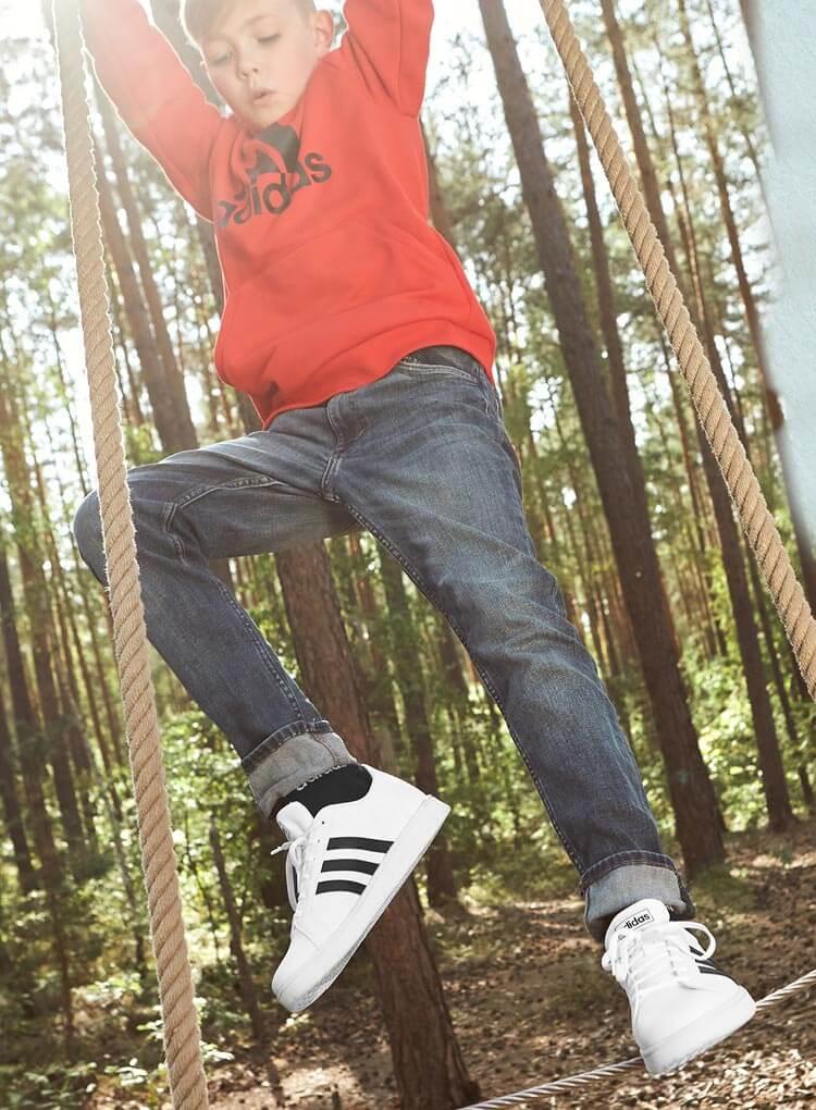 Schwarz-weisse adidas Sneaker