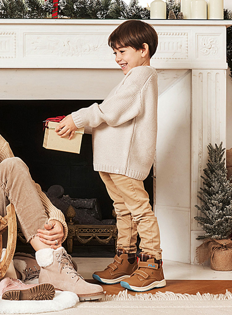 k-christmas-phase1-boots_t_25-story-slider_462x770_03.jpg