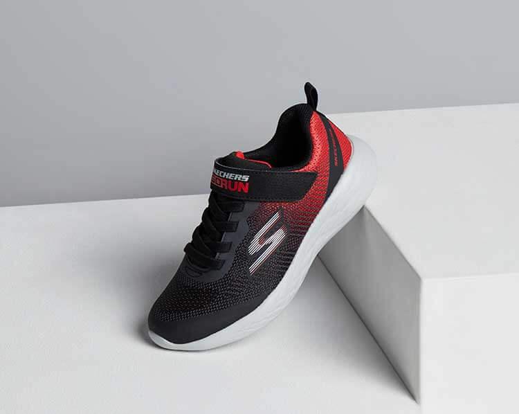 Schwarz-rote Sneaker von Skechers