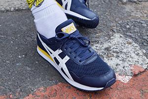 Blaue Sneaker von Asics