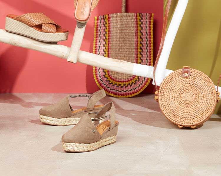 Natürliche Schuhe und Tasche